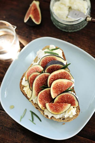 Tartine-Ricotta-rosemary-honey-and-fig.jpg